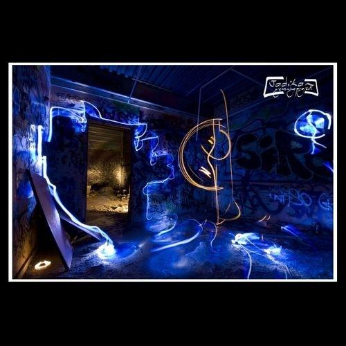 неоновая комната