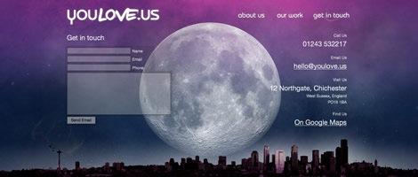 Огромная луна и город