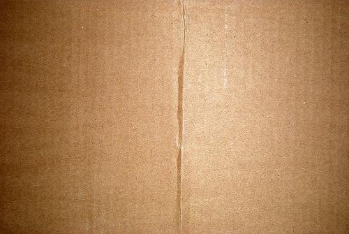 замятый картонный лист