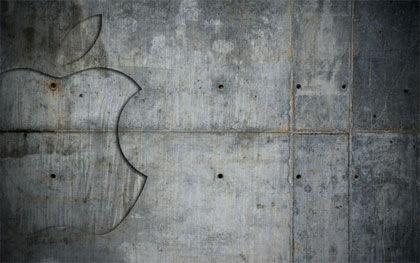 apple на фоне металла