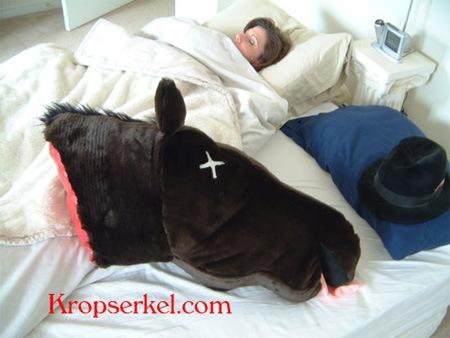 Подушка в виде головы лошади
