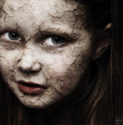 девочка с потрескавшимся лицом