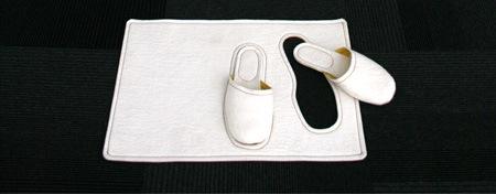 Прикольный коврик для тапочек
