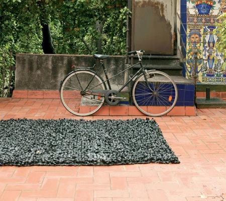 Креативный коврик из велосипедных шин