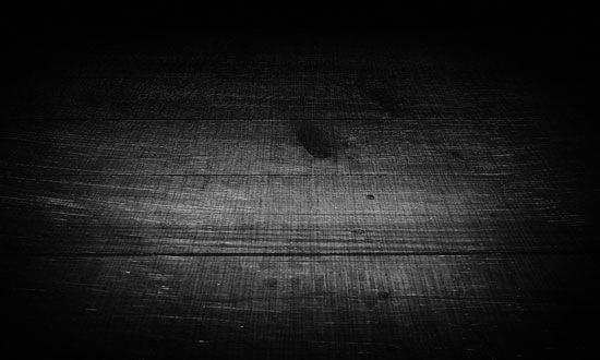 Исцарапанный деревянный пол