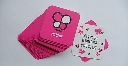 малиновая визитка с бабочками