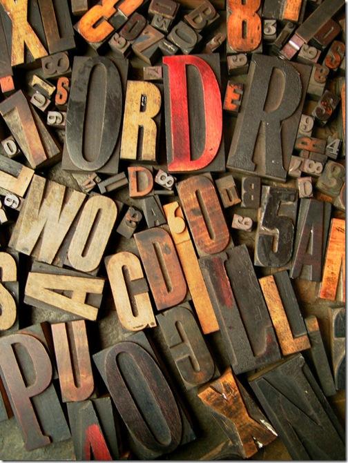Типографические буквы из дерева