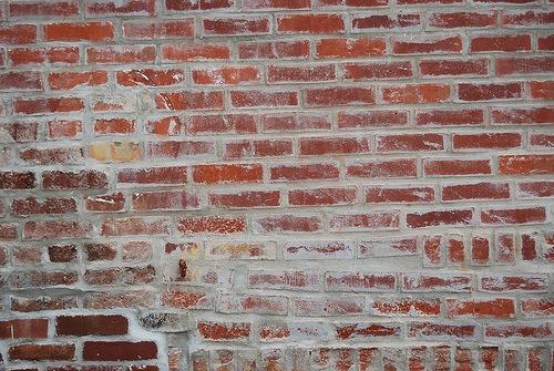 Измазанный цементом кирпич3