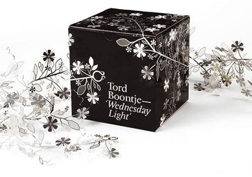 черно-белые цветы на упаковке