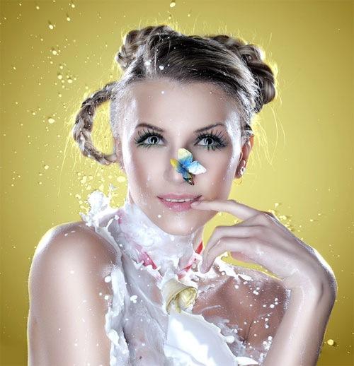девушка в брыгах молока