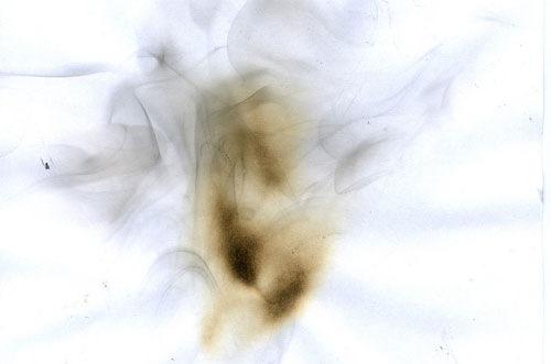 Пятна от огня на бумаге