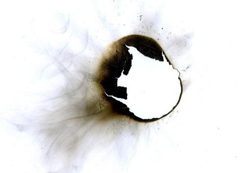 Обгорелое пятно на бумажной текстуре