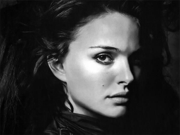 черно-белое фото девушки на рабочий стол