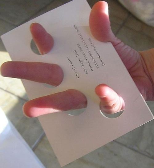 визитка с дырками для пальцев