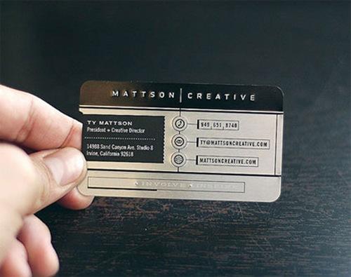 стильная металлическая визитка