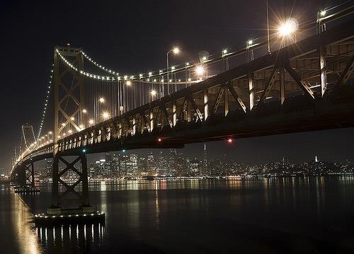 Вечерняя бухта под мостом