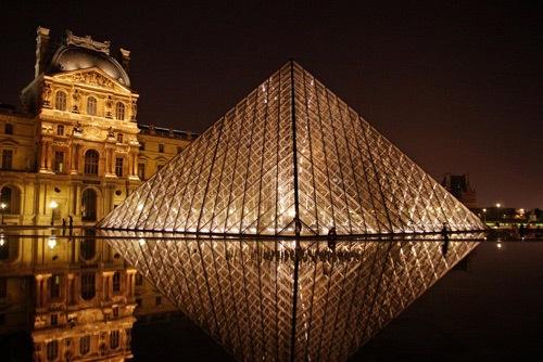 Лувр в ночи