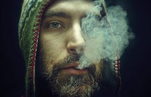 пареньв дыму