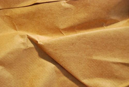 мятая светло-коричневая бумажная текстура