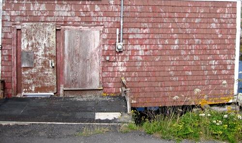Старые двери и стены