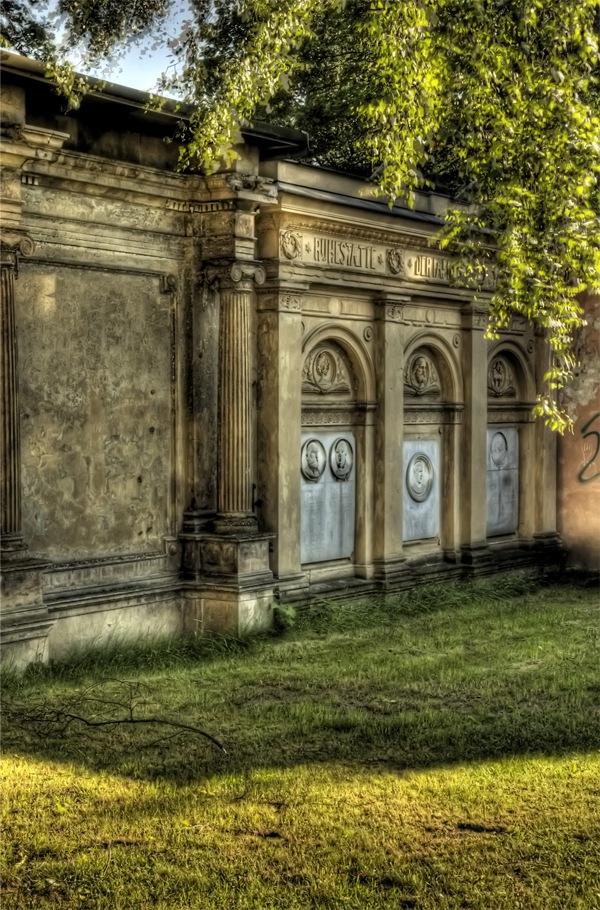 мемориальная стена на хдр фотографии
