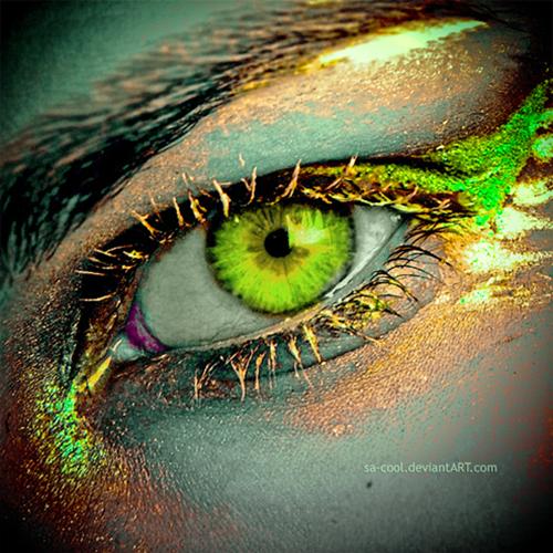ярко-зеленый глаз