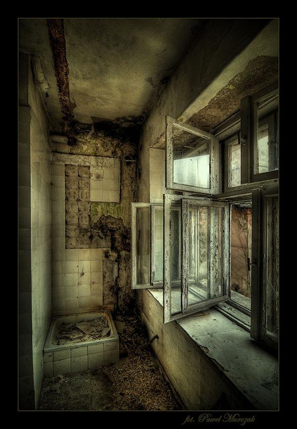 разрушенная ванная комната в хдр