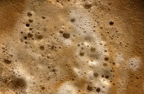 коричневая пена