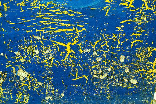 яркая голубая текстура с желтыми трещинами