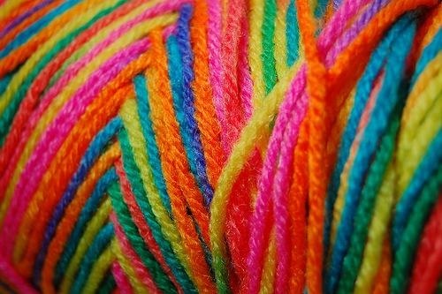 яркие радужные нитки