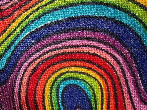 рисунок на ткани в радужных оттенках