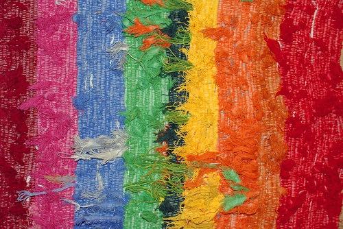 яркие разноцветные линии ткани