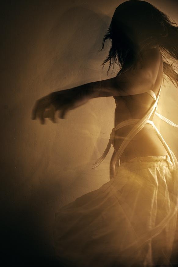 одинокая танцовщица