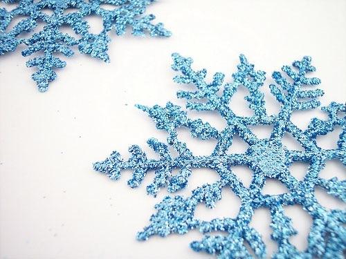 3D снежинки на снегу