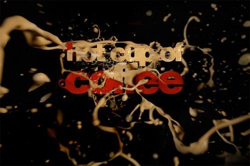 Брызги кофе в типографическом постере