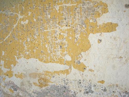 Оббитая стена