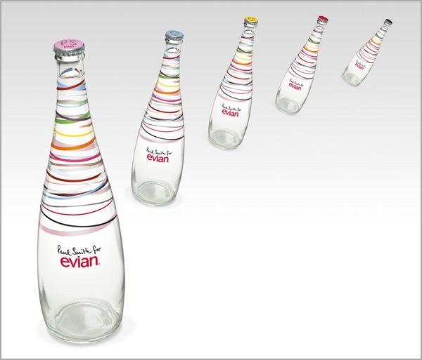 яркие линии на бутылках с водой