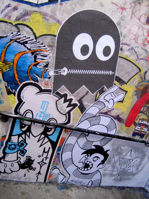 яркие стильные рисунки на стенах
