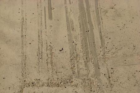 бетон с коричневыми пятнами