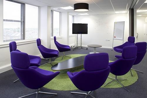 яркий офис для презентаций Base_One_Group