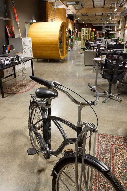 велосипед для прогулки по офису