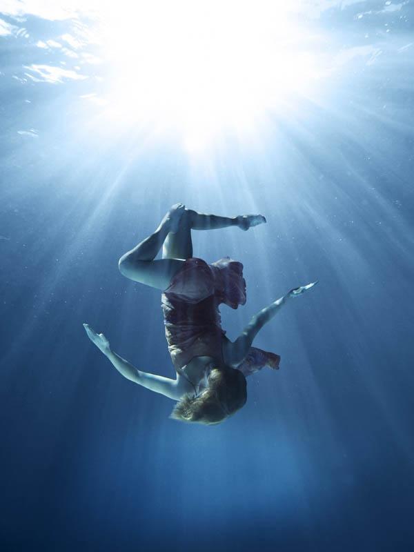 фигуры под водой