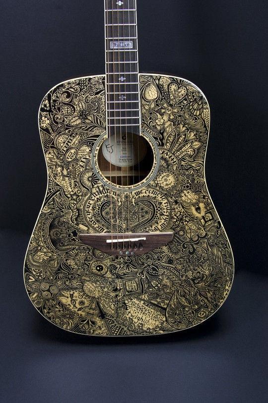 Гитара с иллюстрациями