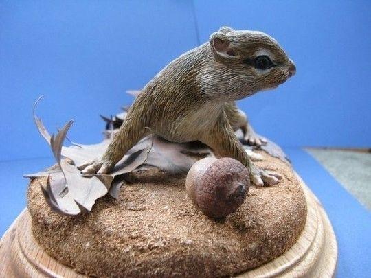 Бурундук из дерева